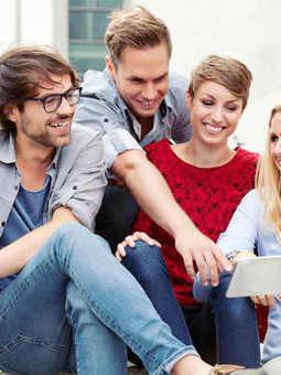 Réseaux sociaux : les 7 habitudes à perdre ASAP - Grazia | Community Manager & Social Media en France | Scoop.it