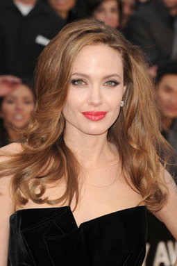 Angelina Jolie Lights up the Oscars Red Carpet with New Hair - Yahoo! Philippines News (blog)   Ultratress   Scoop.it