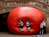 Kurt Perschke: RedBall Project on Vimeo | Art Installations, Sculpture | Scoop.it