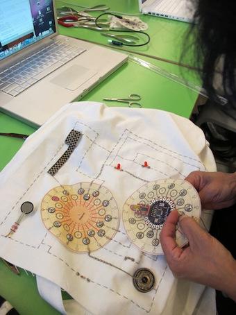 Wearable Tech – LilyPad Arduino Intro | MzTEK | [New] Media Art Education & Research | Scoop.it