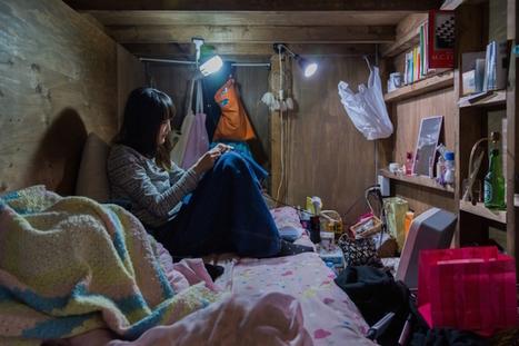 Eye-Opening Portraits of People Living in Cramped Capsule Hotels Hidden in Tokyo | Miscealanous | Scoop.it