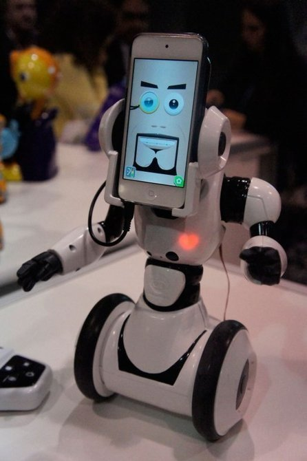 WowWee RoboMe : un robot contrôlé à distance par iPhone | Robolution Capital | Scoop.it