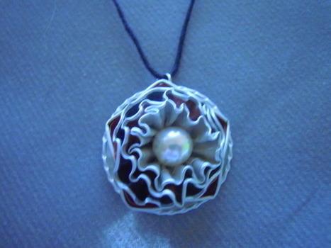 bijou fantaisie collier artisanal rouge, blanc et noir  : Collier par bijbox | bij - box ( bijoux à partir de capsules nespresso) | Scoop.it