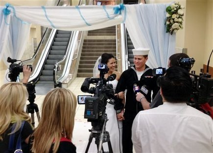 They just couldn't wait: Navy sailor, fiancee marry at airport - Enterprise-Record   Weddings   Scoop.it