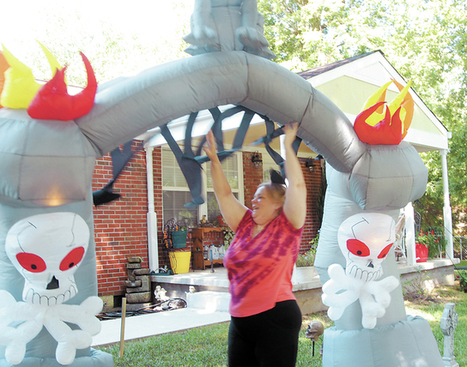 Hanging it up for Halloween - Columbia Daily Herald   Holiday Decorations   Scoop.it