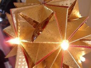 Pliage et collage d'une étoile en boule LED | Le coin des bricoleurs | Best of coin des bricoleurs | Scoop.it