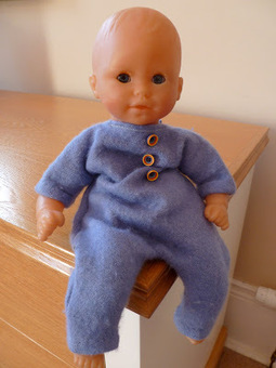 "runcibledays: A 12"" doll babygro: pattern and (very simple) tutorial | Tejidos | Scoop.it"
