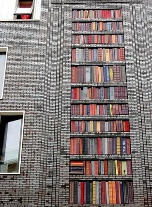 Les murs d'une bibliothèque russe colmatés à renfort de livres   Architecture et aménagement en bibliothèque   Scoop.it