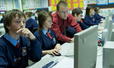 Social media: what role should schools play in keeping children safe? | 21st Century Literacy and Learning | Scoop.it