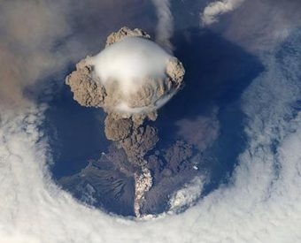 Analysing ash flows from volcanic explosions - physicsworld.com | Volcanic Ash and its effects on planes | Scoop.it