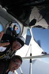 Saut en parachute Chambery - Parachutisme Lyon corbas - Chute libre Lyon corbas - Ecole de chute libre Lyon Chambery - www.Nguyen-Parachutisme.com | Chute libre corbas | Scoop.it