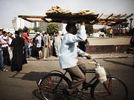 Dodging Clashes, Cairo's Deliverymen Take Big Risks | Égypt-actus | Scoop.it