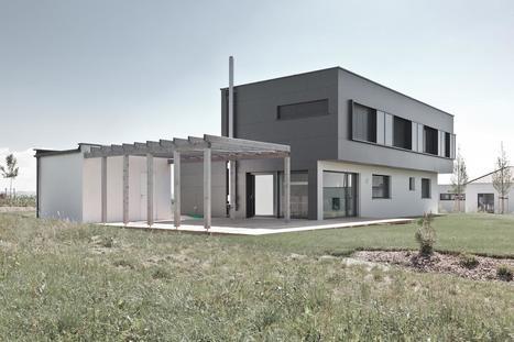 Minimaliste maison contemporaine bi ton en autr for Construire maison minimaliste