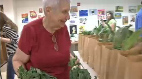 Manhattan Seniors Enjoy Fresh Produce Program - NY1 | elderly,technology and learning | Scoop.it