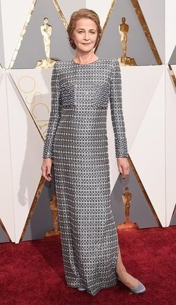 Oscar dresses reviewed by a man who knows nothing about fashion | Fashions and Amazing Deals | Scoop.it