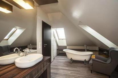 Salle de bains : un îlot sous les toits - la Nouvelle République   Accessoires salle de bains   Scoop.it