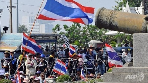 Surat Thani residents join opposition protests after being