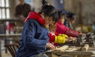 China manufacturing shrinks for the first time in two years, survey shows | Liberal Studies | Scoop.it