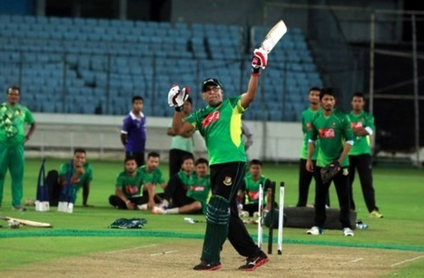 (Photos) Bangladesh coach Hathurusingha batting at a practice session | Sri Lanka Cricket | Scoop.it