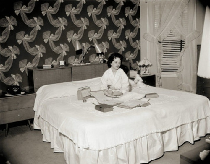 Vintage Photo Of A College Girl In Her Room | Antiques & Vintage Collectibles | Scoop.it