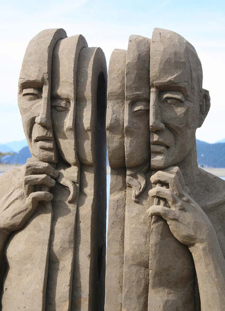 Art Sand Figurines