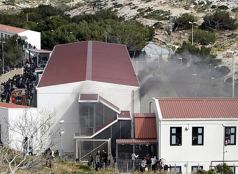 Mise à jour  Lampedusa : le centre vidé de ses migrants. Le gouvernement italien a promis de revoir les conditions d'accueil et la durée du traitement des dossiers des immigrés clandestins. Un expé...   Intervalles   Scoop.it