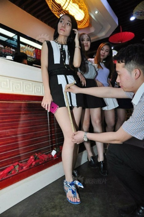 The Shorter the Skirt the Cheaper the Meal at This Chinese Restaurant | Strange days indeed... | Scoop.it