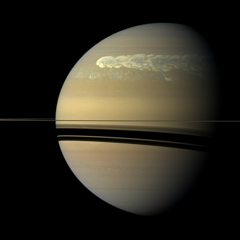 Catching Its Tail (NASA Cassini Saturn Mission Images) | Astronomy news | Scoop.it