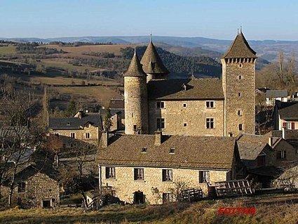 CHATEAU DANS LE VILLAGE SAINT SATURNIN SUR ... | Aveyron | Scoop.it