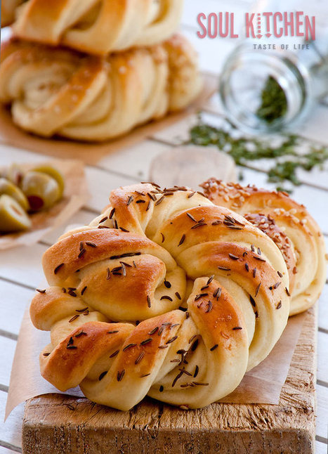 Twisted snail buns | The Man With The Golden Tongs Hands Are In The Oven | Scoop.it