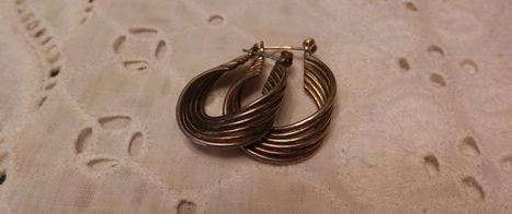UNIQUE VINTAGE STERLING SILVER TWIST DESIGNED SNAP BACK EARRINGS | Beautiful Vintage Find!! | Scoop.it