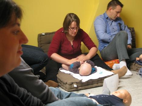Lens: les massages pour bébé, un moyen de «renforcer le lien d ... - La Voix du Nord   zenitude - toucher bien-être strasbourg   Scoop.it