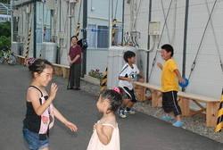 [Eng] Résider en logements temporaires favorise les échanges entre les personnes âgées et les enfants, pour prévenir du suicide | The Mainichi Daily News | Japon : séisme, tsunami & conséquences | Scoop.it