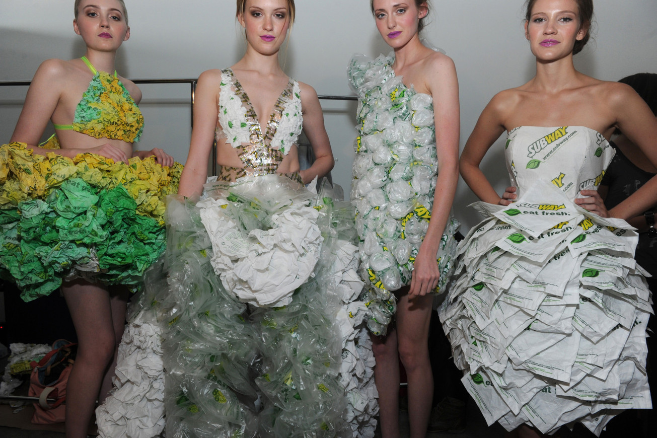 Платье из салфеток своими руками на конкурс