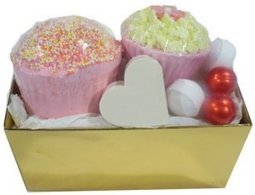 Ballotin de bain Coco-Fraise L'Accro du Bain | L'Accro du Bain boutique de produits pour le bain et savons gourmands:boule de bain, savons de Marseille,savon artisanal,cupcake de bain, savons cupcakes | Scoop.it
