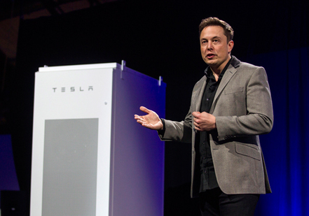 "Tesla's Home Battery Is Built for a Solar Boom | MIT Technology Review | L'impresa ""mobile"" 