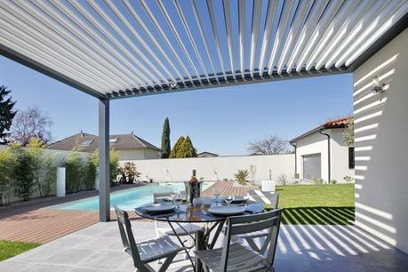 Pergola bioclimatique par biossun pergolas al for Toiture bioclimatique