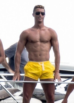 Cristiano Ronaldo's current look bears a striking resemblance to popular 90s cartoon Johnny Bravo | Adamastor | Scoop.it