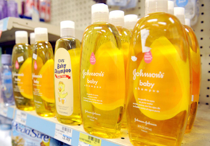 Johnson & Johnson Makes Historic Commitment to Remove Cancer-Causing Chemicals from All Its Products - by 2015 | YOUR FOOD, YOUR HEALTH: #Biotech #GMOs #Pesticides #Chemicals #FactoryFarms #CAFOs #BigFood | Scoop.it