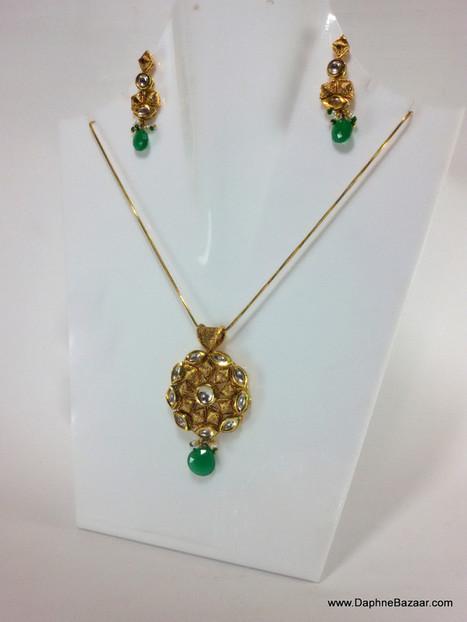 Indian Kundan Jewelry - Emerald shade Kundan Pendant and Earrings | Kundan Jewelry | Scoop.it