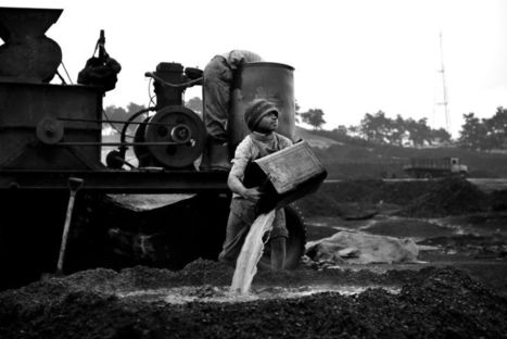 Minor Miners | Photographer: Suzanne Lee | BLACK AND WHITE | Scoop.it