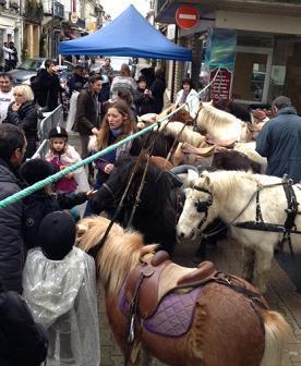 Défilé du Père Noël dans la Bastide avec ses lutins à poney | Coeur de Bastide de Ste Foy la Grande | Scoop.it