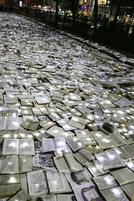 10,000 Books Create a Literary River on the Streets of Toronto | Le It e Amo ✪ | Scoop.it