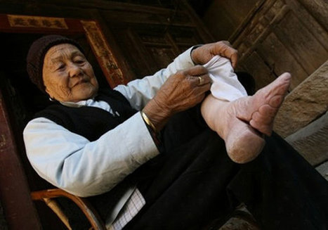 Photographer captures last traces of the ancient tradition of foot binding | PHOTO : PⒽⓄⓣⓄ ⅋ + | Scoop.it
