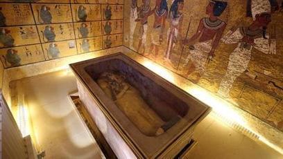 «No sabemos si la cámara mortuoria es de Nefertiti o de otra mujer, pero está llena de tesoros» | Egiptología | Scoop.it