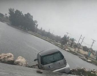 Πρέβεζα: Τα βράχια στο Βαθυ ''κράτησαν'' το όχημα | Social in Greece | Scoop.it