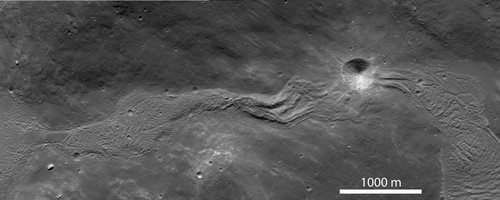 Une rivière fossile de roches fondues sur la Lune
