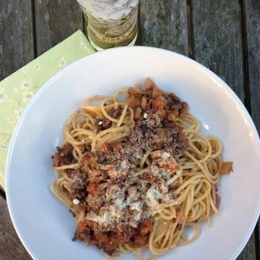 Homemade Spaghetti Bolognese and Cold Beer - a perfect summer feast - JasmineWay Blog | Beautiful Life Style and Decor | Scoop.it
