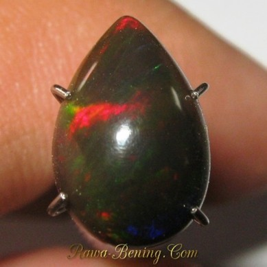 Batu Mulia Natural Black Opal Pear Shape Red Green Blue 1.45 Carat | ambisi pribadi | Scoop.it