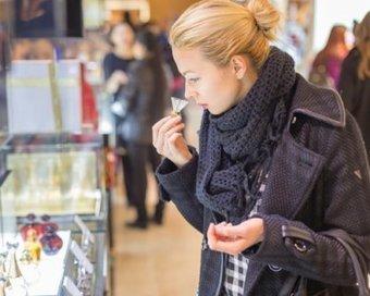 Premium Beauty News - France: Les ventes de parfumerie sélective pénalisées en 2015 par les attentats   Flaconnage   Scoop.it
